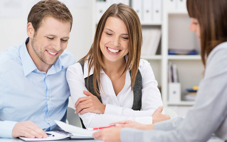 working-with-mortgage-officer