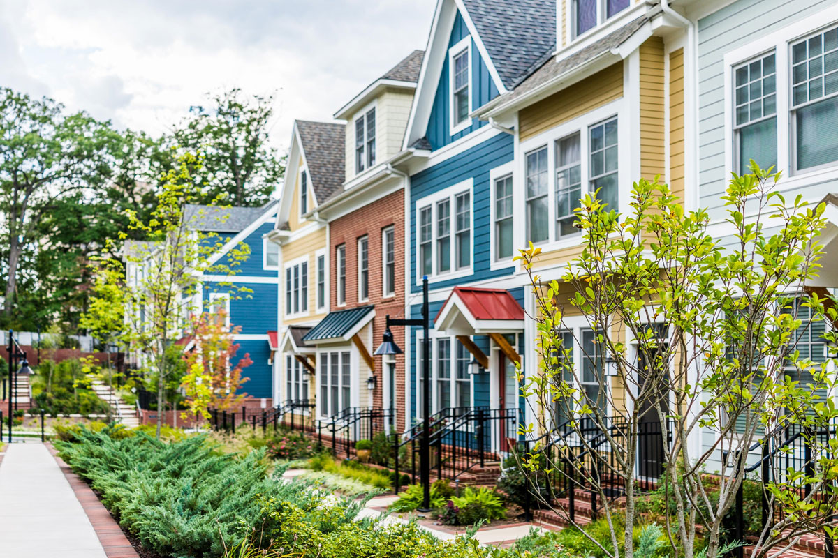multi-colored-houses-lined-up