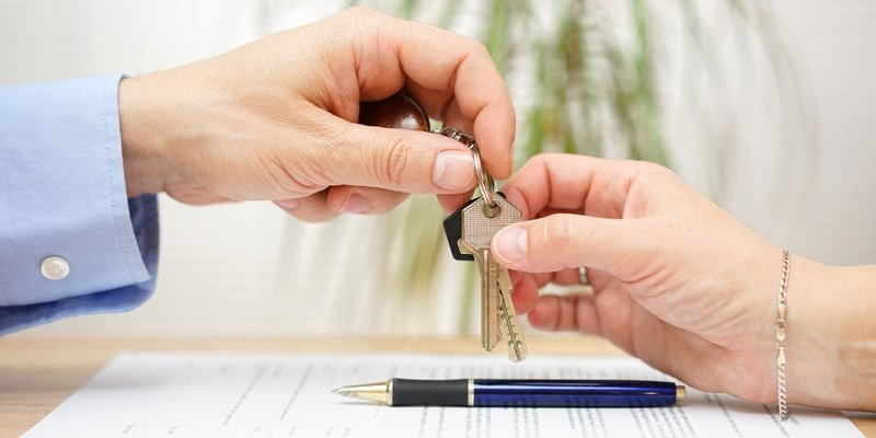 Handing keys over to other hand in agreement